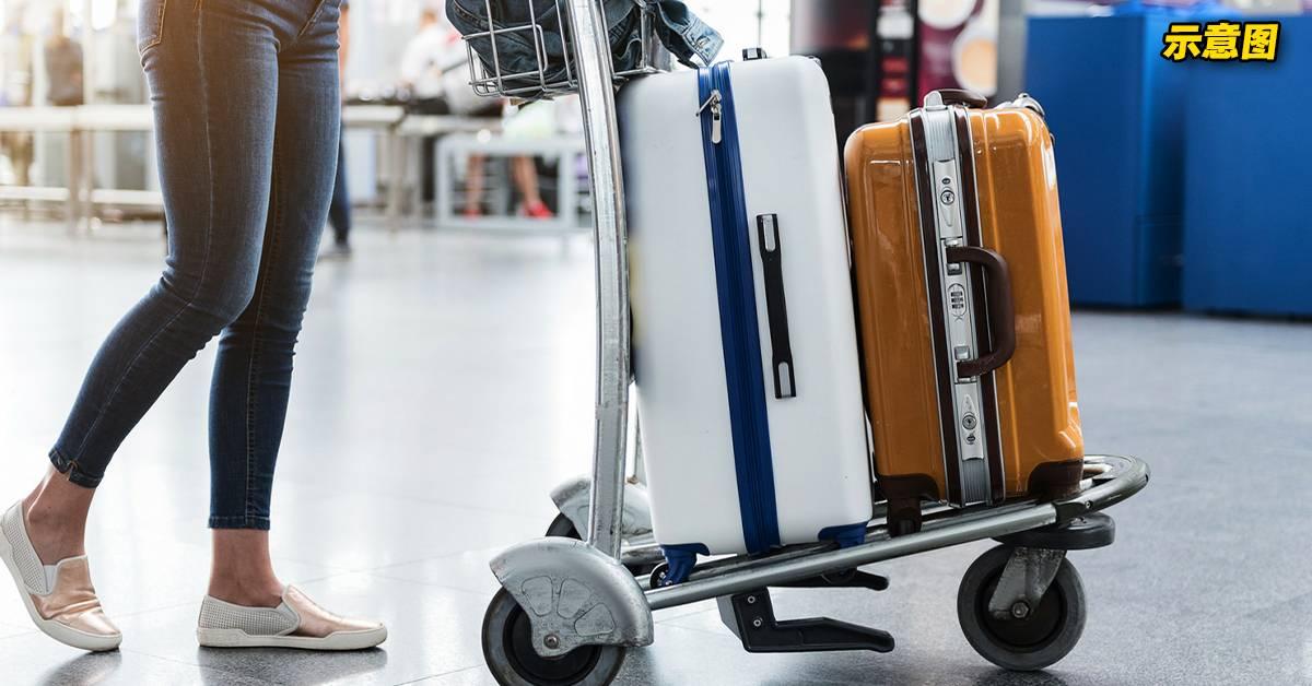 AirAsia更新行李指南!女子带有轮子的行李,无法登机!