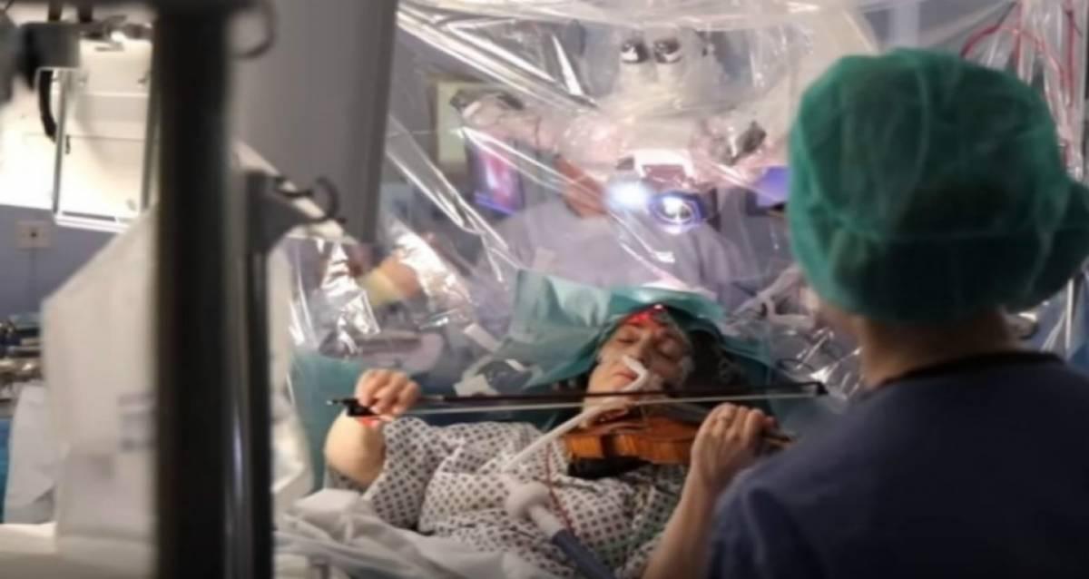 小提琴音乐家挑战边弹奏边动开脑手术!背后的原因竟是那么令人惊叹!