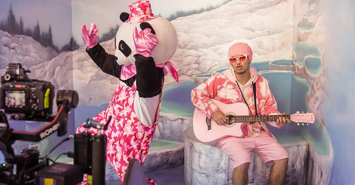 """《玻璃心》的""""神秘熊猫人""""是他!亲揭黄明志唯一要求!"""