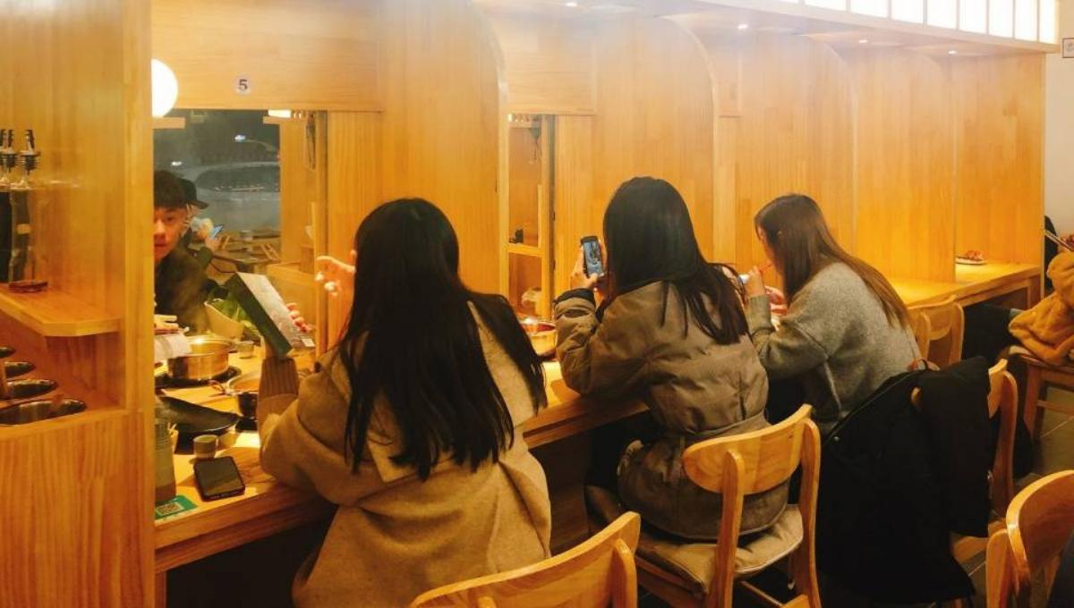 女子分享到「 脱单火锅店」的亲身经历!窗口打开的瞬间,直接惊呆了!
