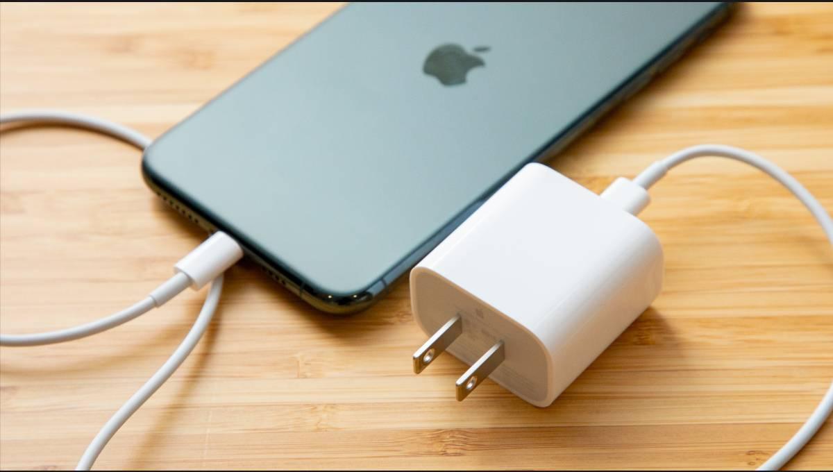 苹果坚持使用自家 Lightning 插槽!向 USB-C 插槽说不,志在打造无孔手机!