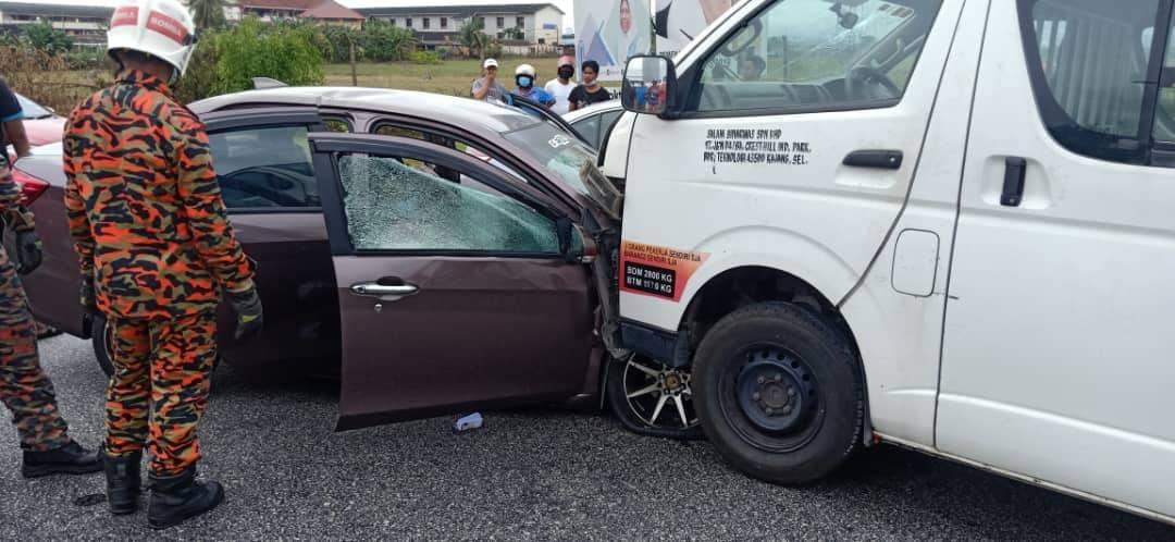 货车冲入反方向车道猛撞轿车!夫妻当场毙命,其中一孩子受重伤仍未苏醒!