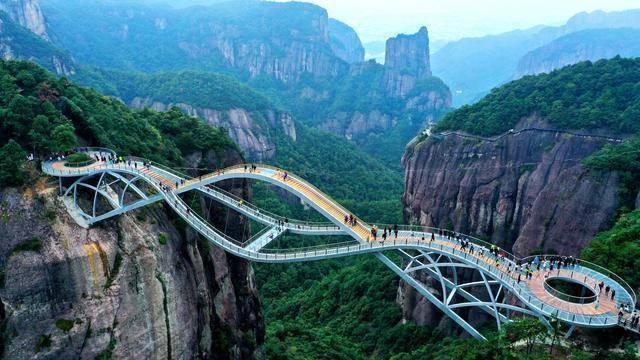 中国浙江如意桥成火爆全网的人间仙境!弯曲造型令人难以置信!