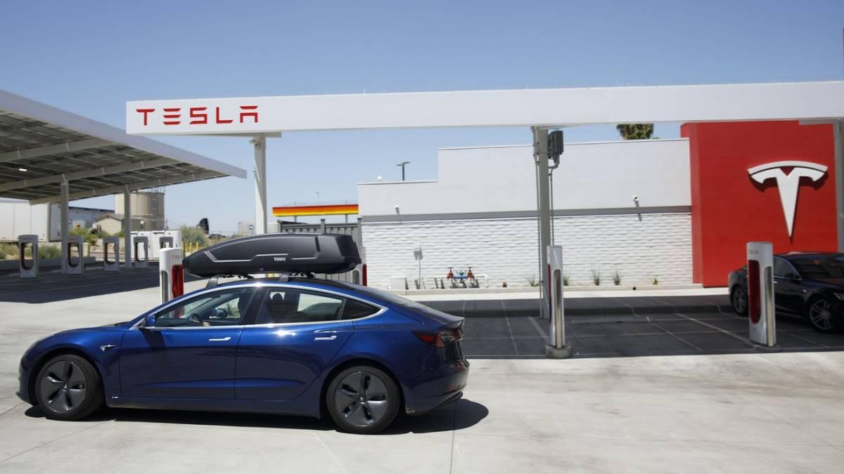 马克斯被自家工程师打脸!Tesla目前仍停留在L2半自动驾驶系统!