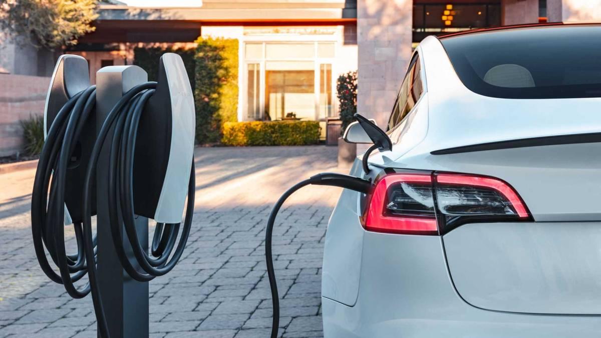 报告:2033年全球电动车销量超越燃油车!挪威在去年卖最多电动车!