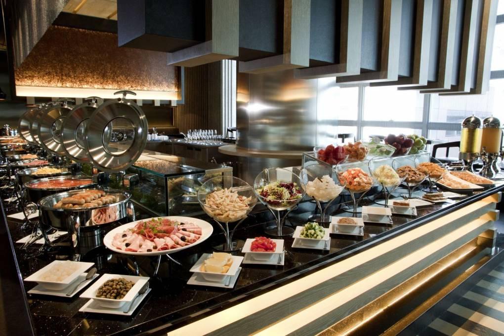 小胃口也能在自助餐厅吃回本!不拿这3种食物,保证划算!