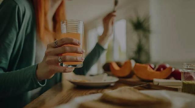 病毒变异越来越厉害?自己一个人在家、单独吃饭也会感染!