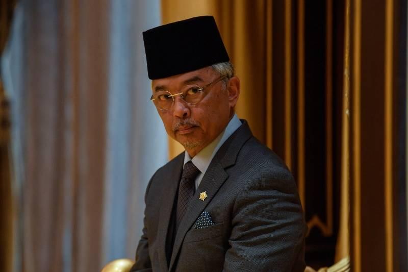 国家元首身体不适入院治疗!皇宫总管大臣:目前由医生观察情况!