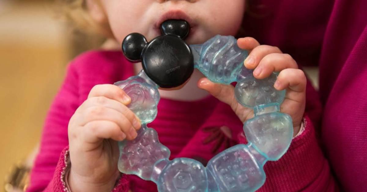 父母要注意!2岁女婴出现月经!竟是身边这些东西造成?