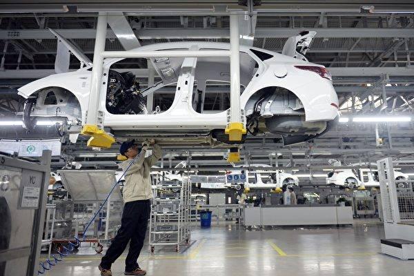 晶片短缺问题止稳!分析:2022年全球汽车产量微上修!